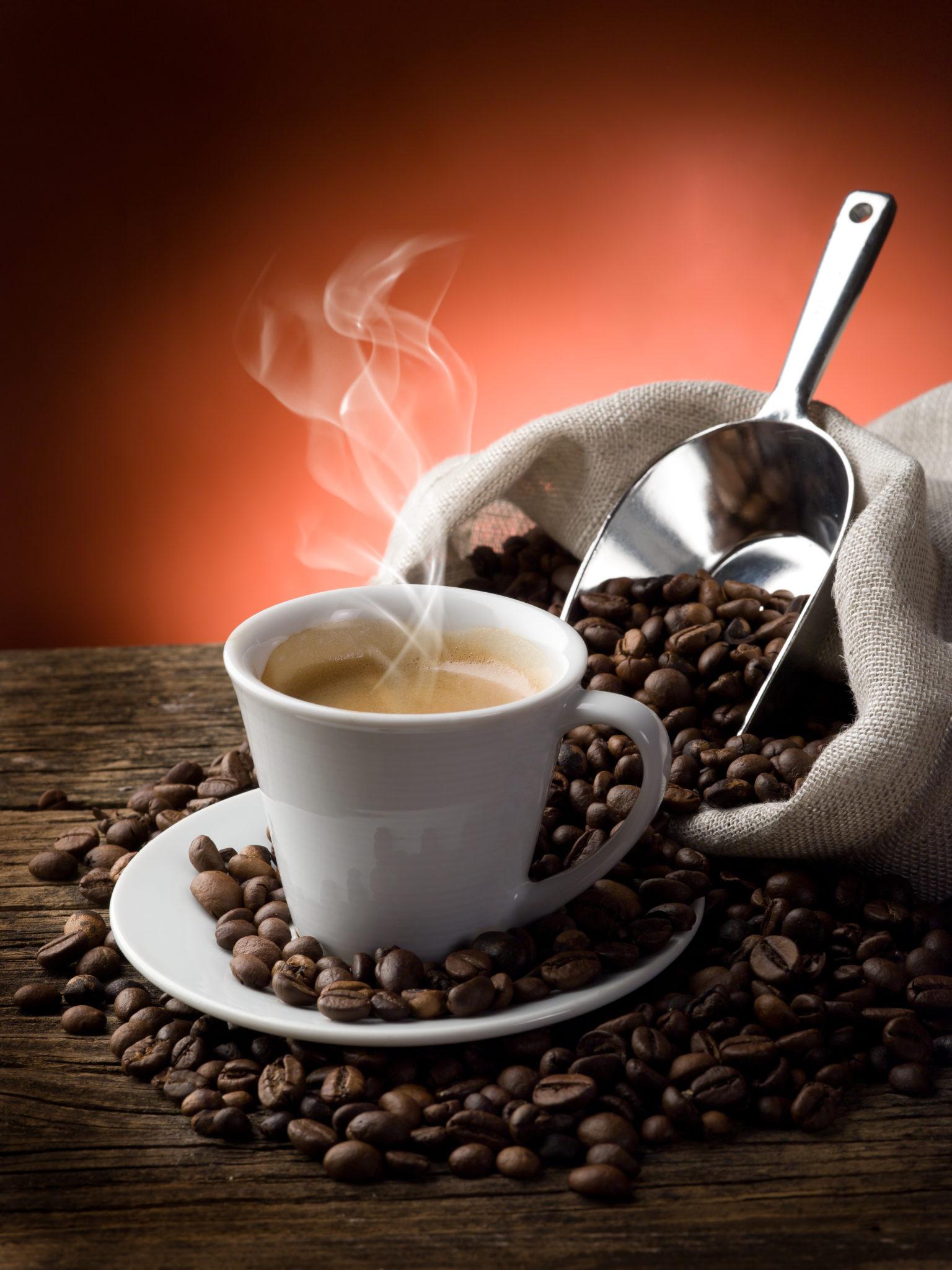 kopje koffie met bonen